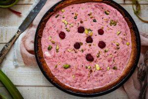 Tarte sans gluten à la rhubarbe et framboises
